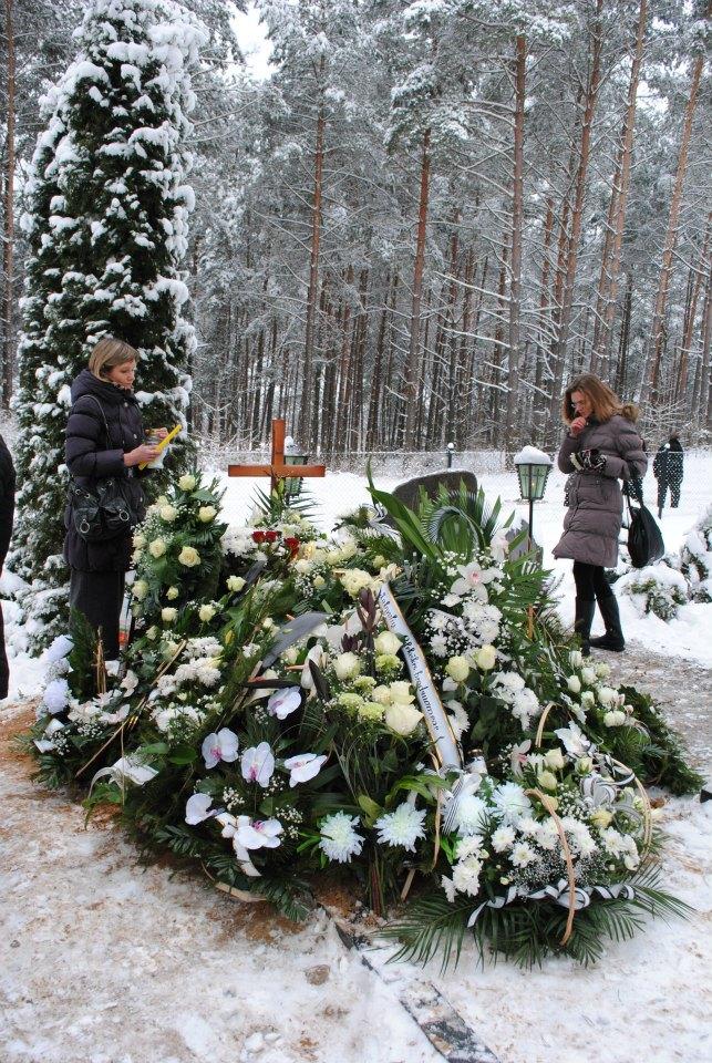 above photo, at Stasys Stacevicius' grave, Merkinė, January, 2013. Photo by Benas Janusevicius